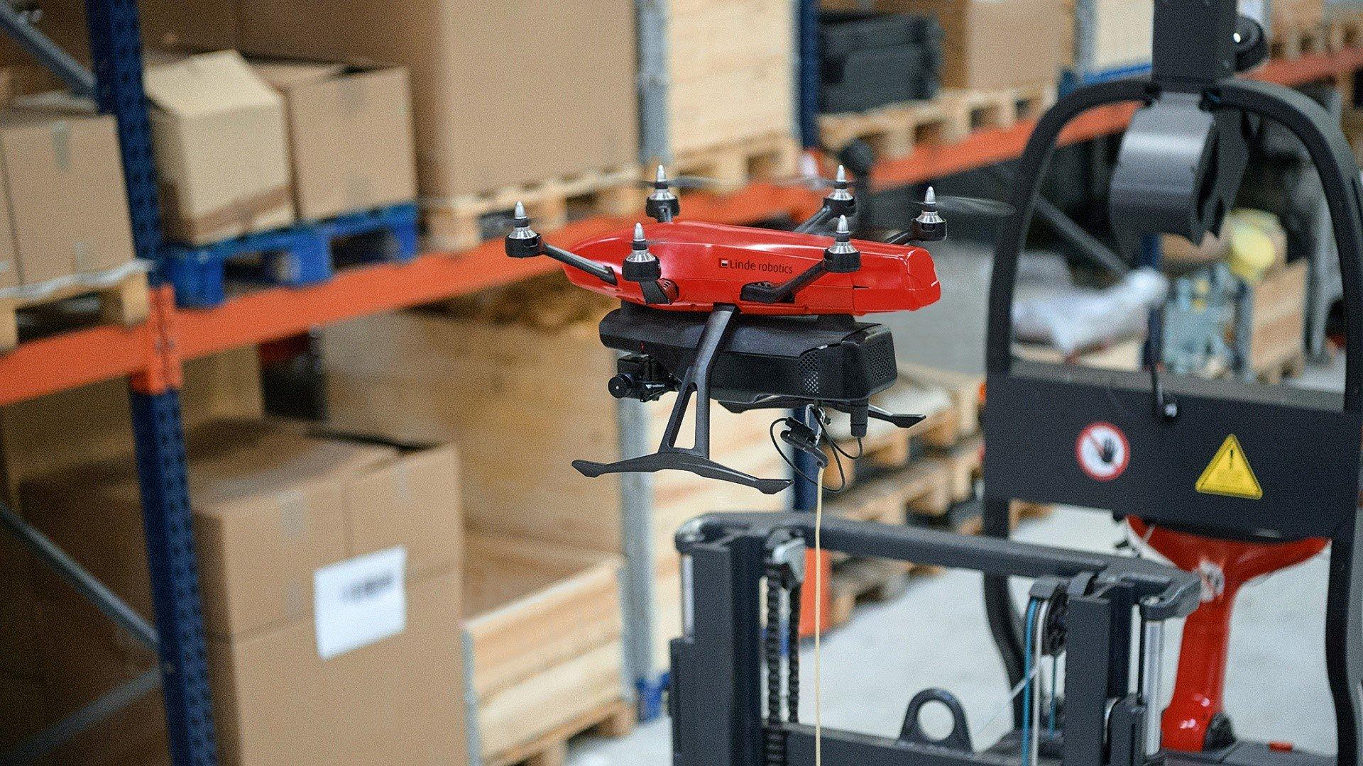 Einsatz einer Drohne im Lager