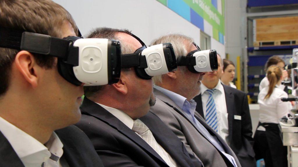 Eintauchen in virtuelle Unternehmenswelten per Virtual Reality-Headset