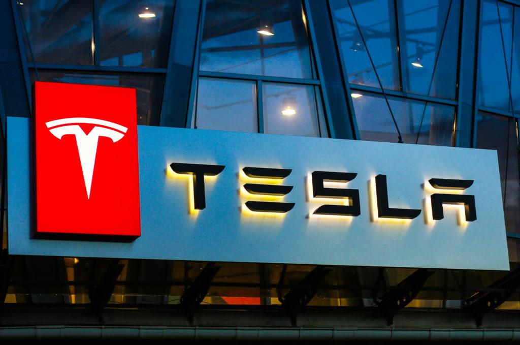 Tesla dominiert den Elektroauto Markt - @shutterstock | Vitaliy Karimov