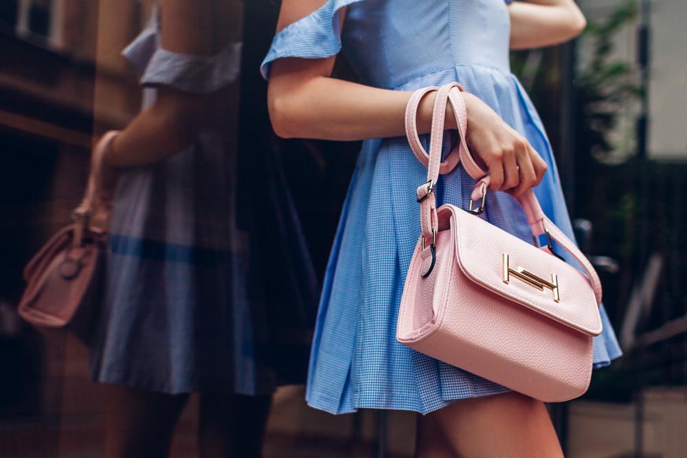 Der Online-Markt für Designer Handtaschen in Deutschland – @shutterstock | Mariia Boiko