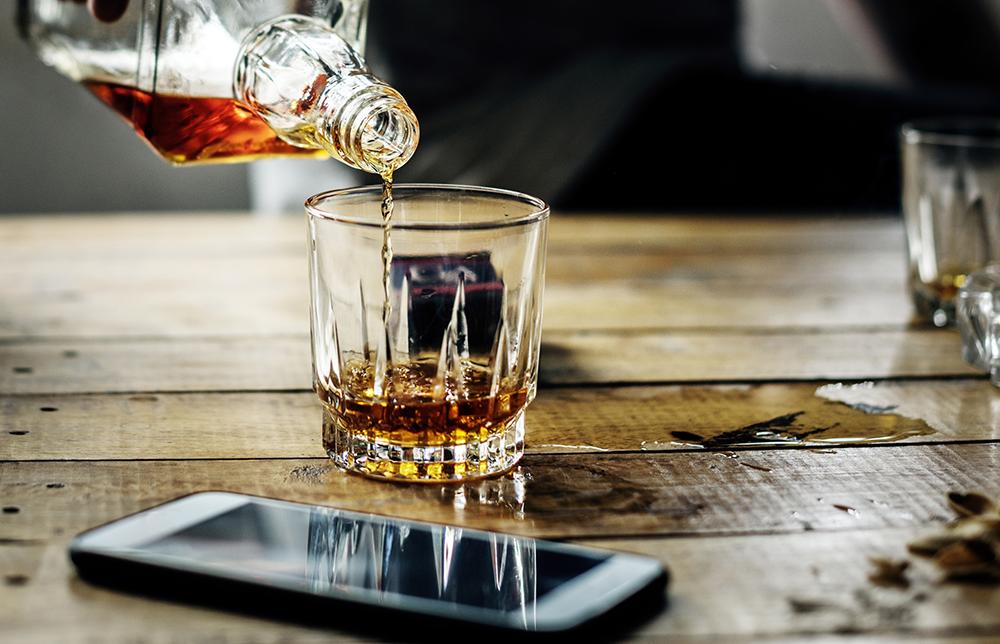 USA: Online einnkaufen unter Alkoholeinfluss – @envato   Rawpixel