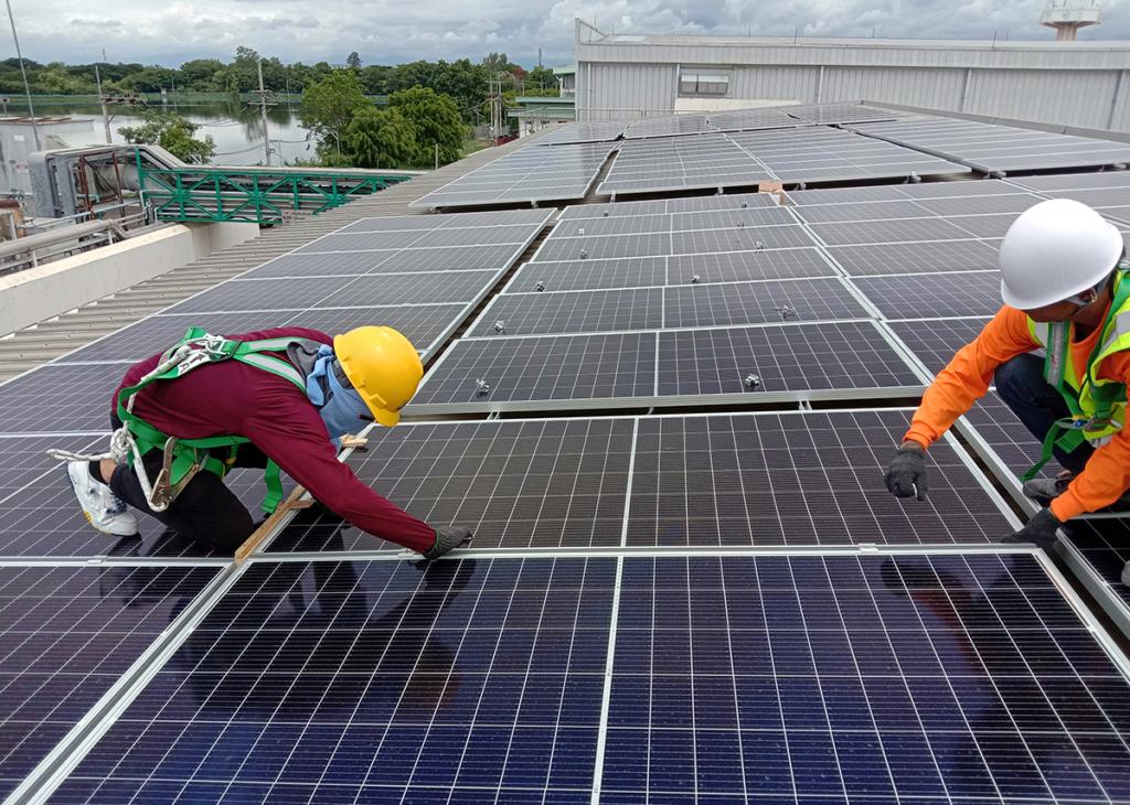 Solarteure bei der Arbeit