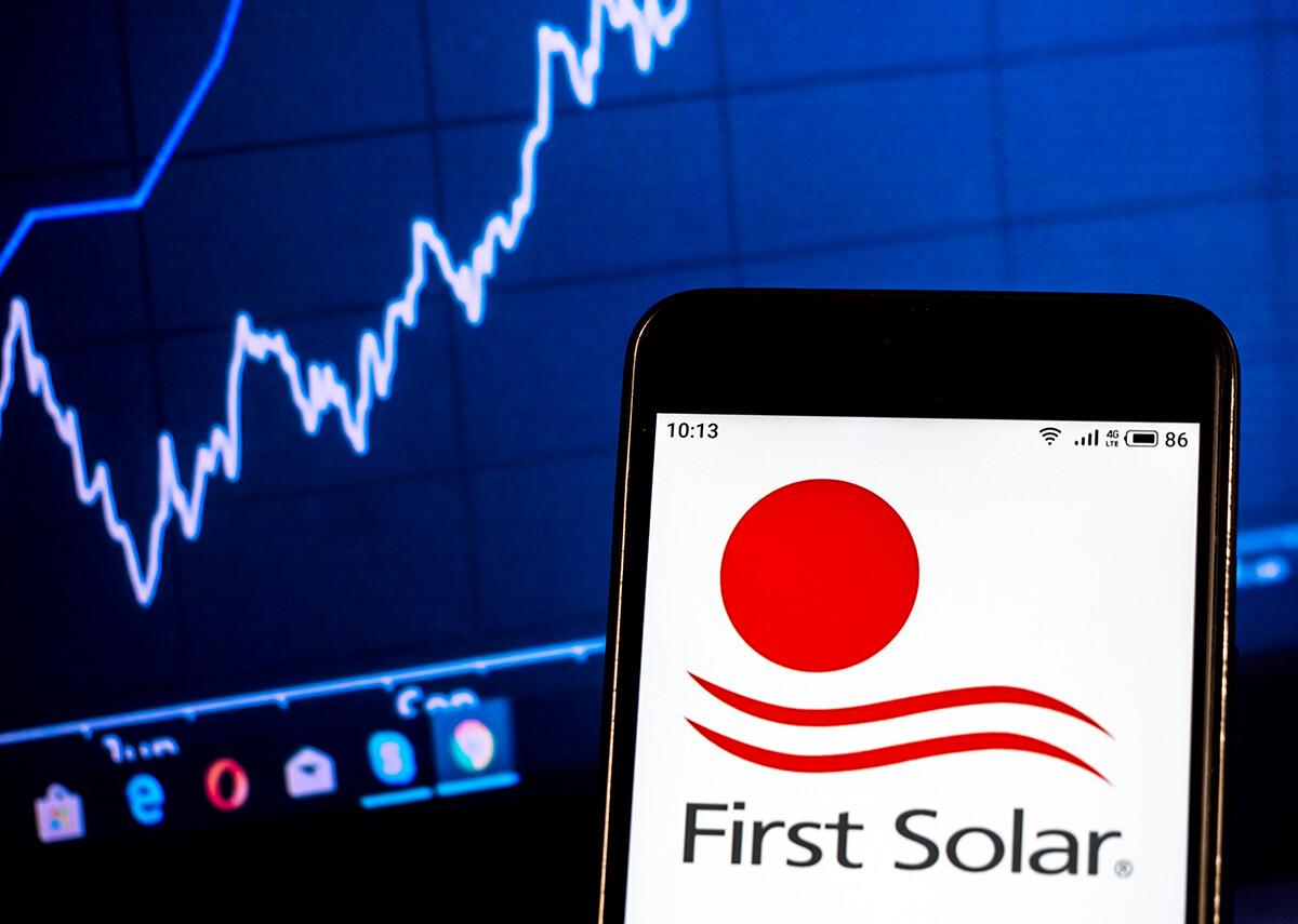 First Solar - Semiconductor manufacturing company - Bild: IgorGolovniov Shutterstock.com