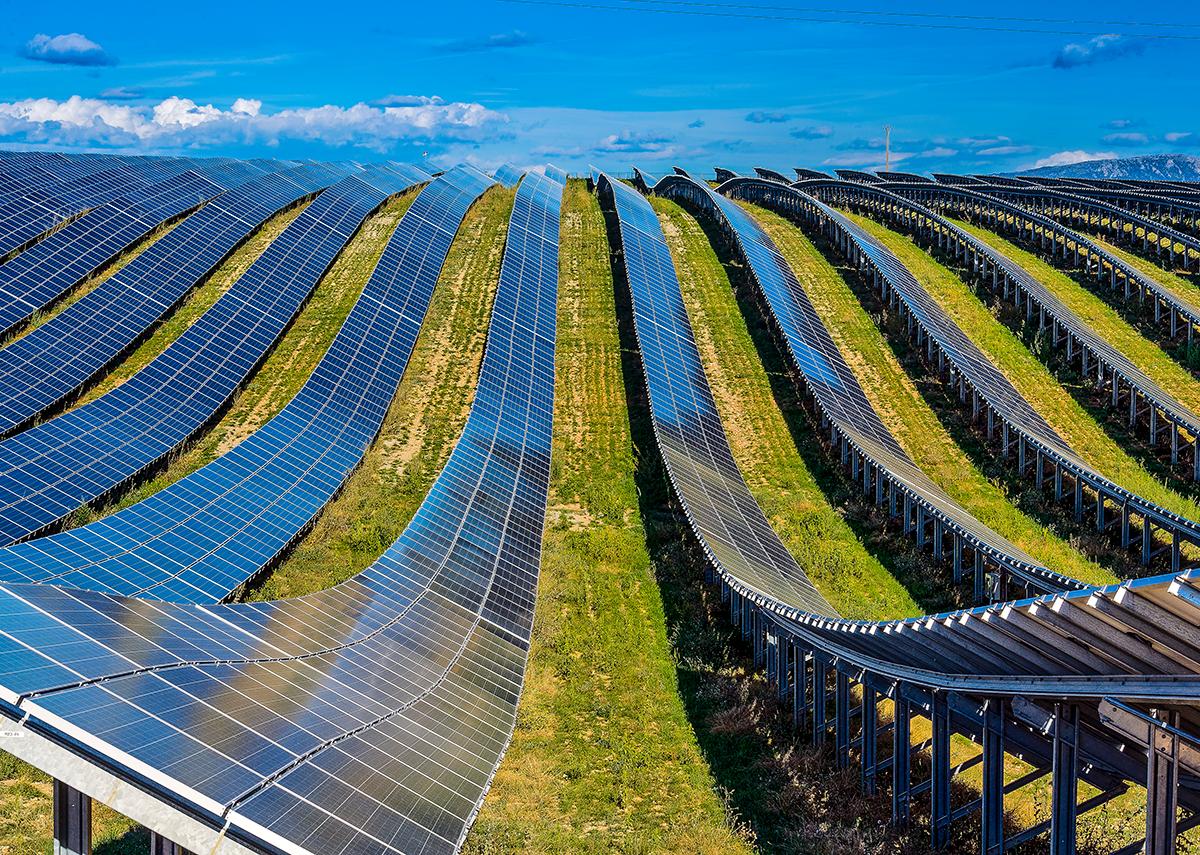 Solar PV in Frankreich / Les Mées Solar Farm, France - Bild: BTWImages|Shutterstock.com