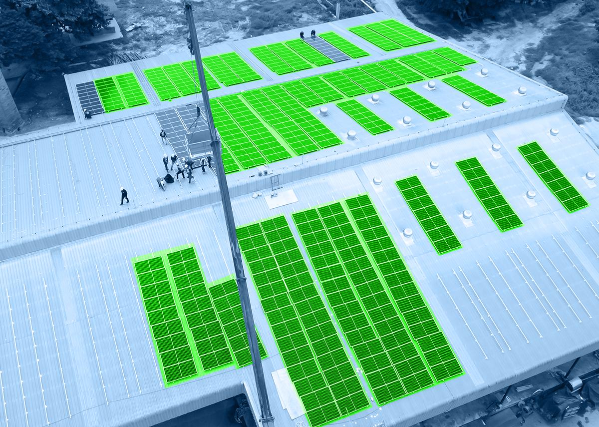 Lagerhallen, Produktionshallen und Industriehallen mit eigener Stromquelle aus einer Photovoltaik-Dachanlage: Bild: NavinTar|Shutterstock.com