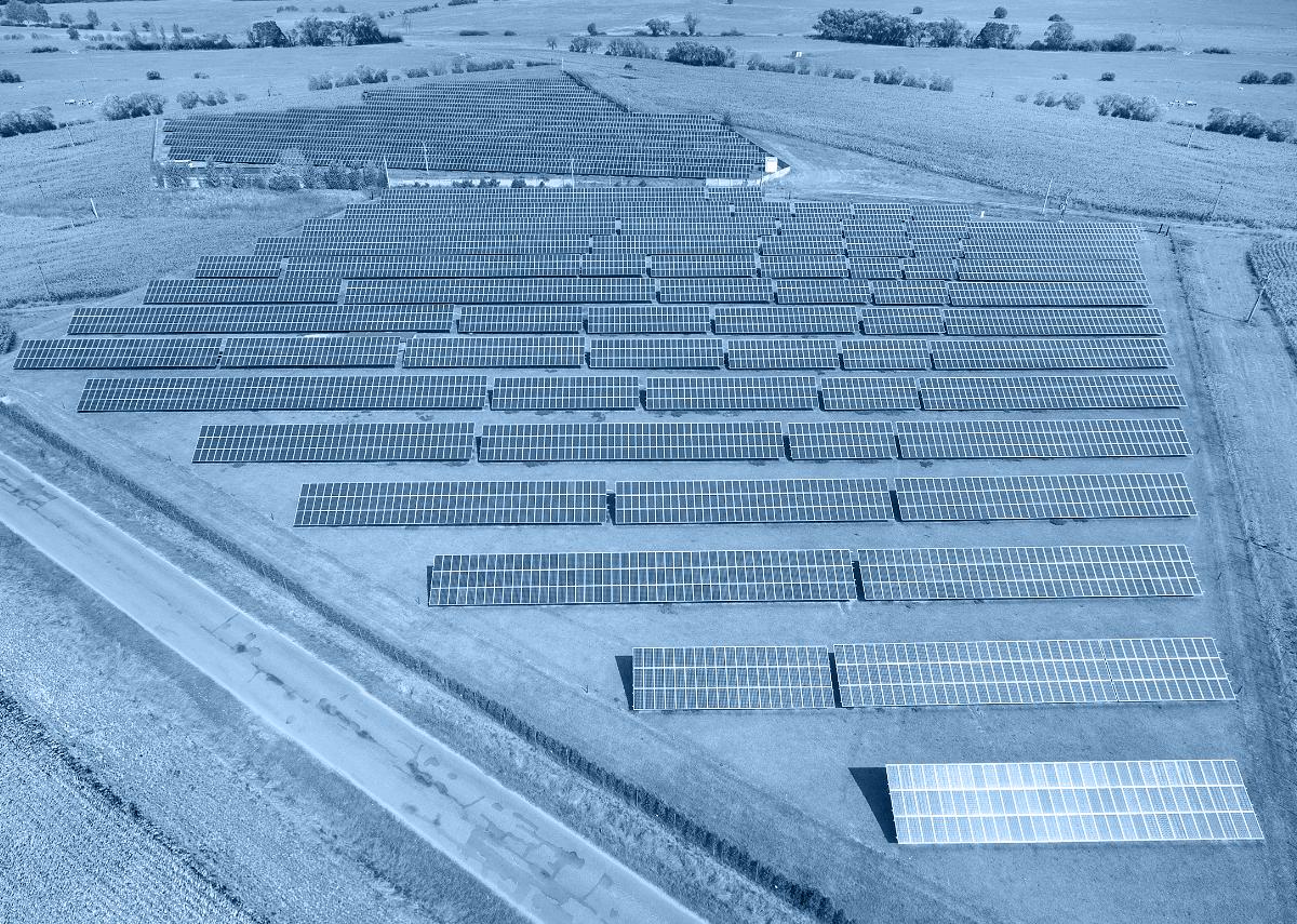 PV Anlage 750 kWp - Freilandanlage/Freiflächenanlage - Bild: Kletr Shutterstock.com