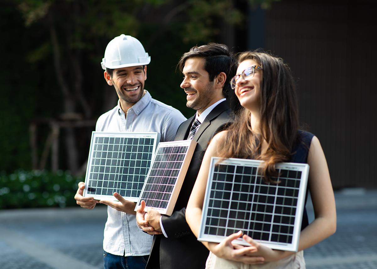 B2B Photovoltaik Beratung - Bild: BigPixel Photo|Shutterstock.com