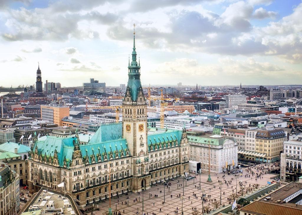Solarpflicht in Hamburg, für Neubauten wie Bestandsgebäude - Bild:carol.anne Shutterstock.com