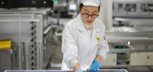 China dominiert die Solarmodulproduktion - Bild: humphery Shutterstock.com