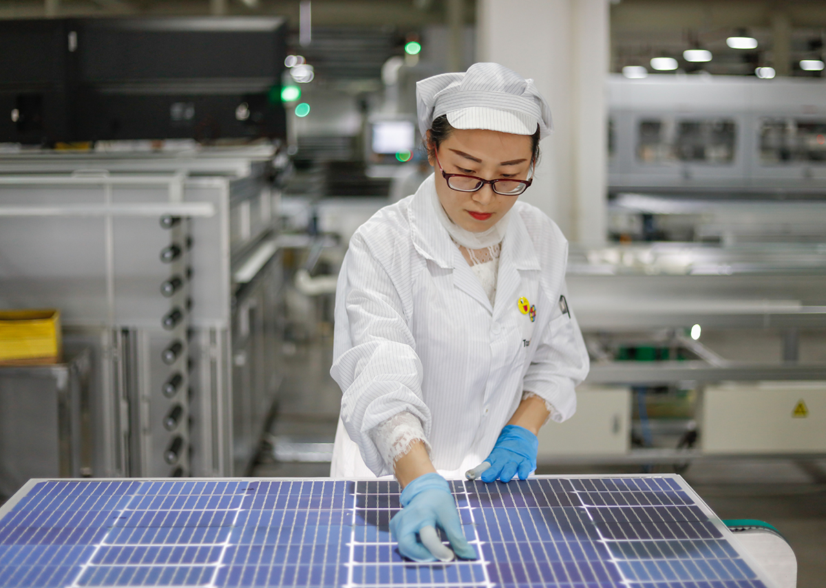 China dominiert die Solarmodulproduktion - Bild: humphery|Shutterstock.com