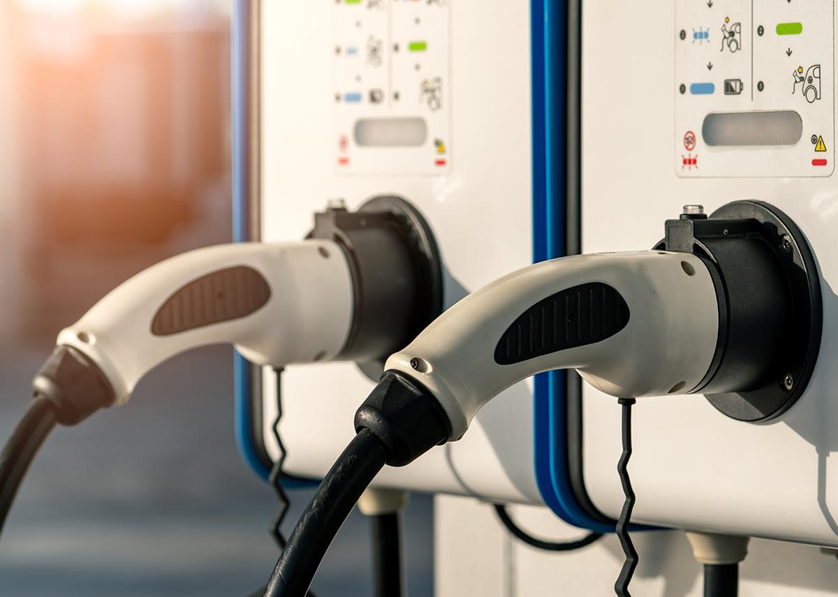 Smart-Car-Photovoltaik: Ladesäulen-Ausbau kommt (langsam) voran - Bild: Fahroni Shutterstock.com