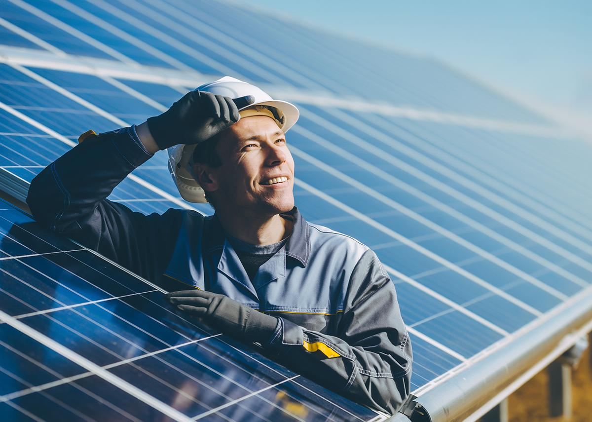 Solar: Photovoltaik Freiflächenanlage - Bild: Mark Agnor Shutterstock.com