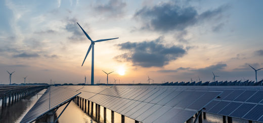 Sonnenenergie und Windkraft, saubere Energie aus der Natur - Bild: crystal51 Shutterstock.com