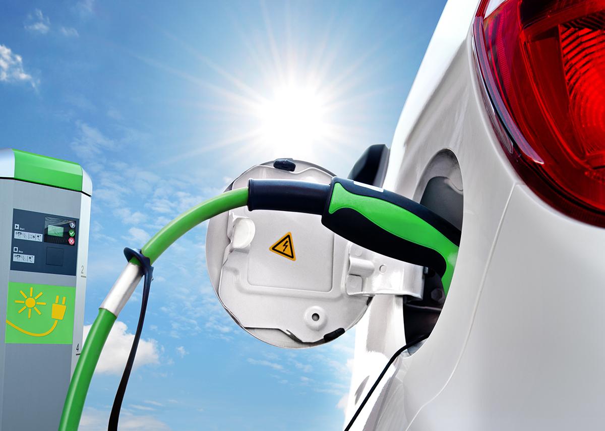 Elektroauto, Ladesäule und die Ladepunkte - Bild: Petair|Shutterstock.com
