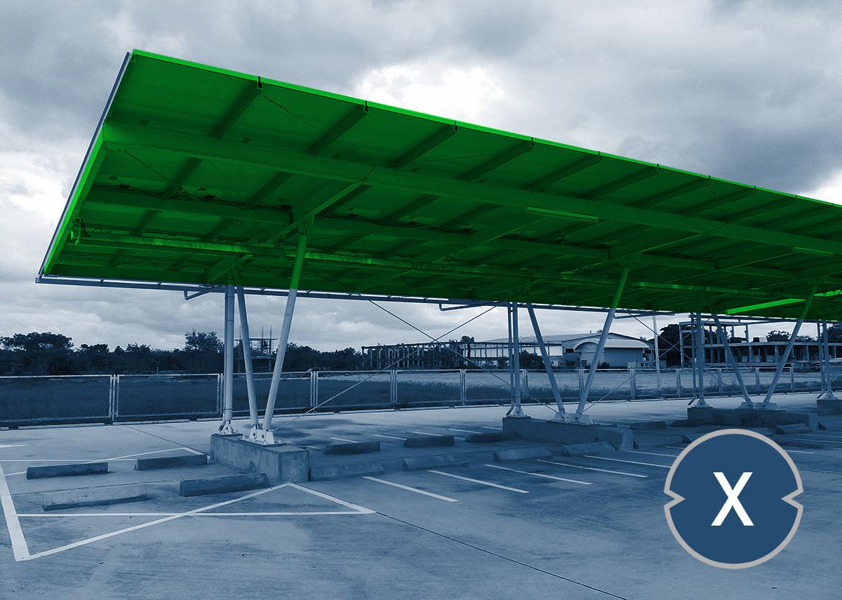 Solarcarport-Parkplatz für Firmen oder Einkaufcenter - Bild: Xpert.Digital / PATSUDA PARAMEE Shutterstock.com