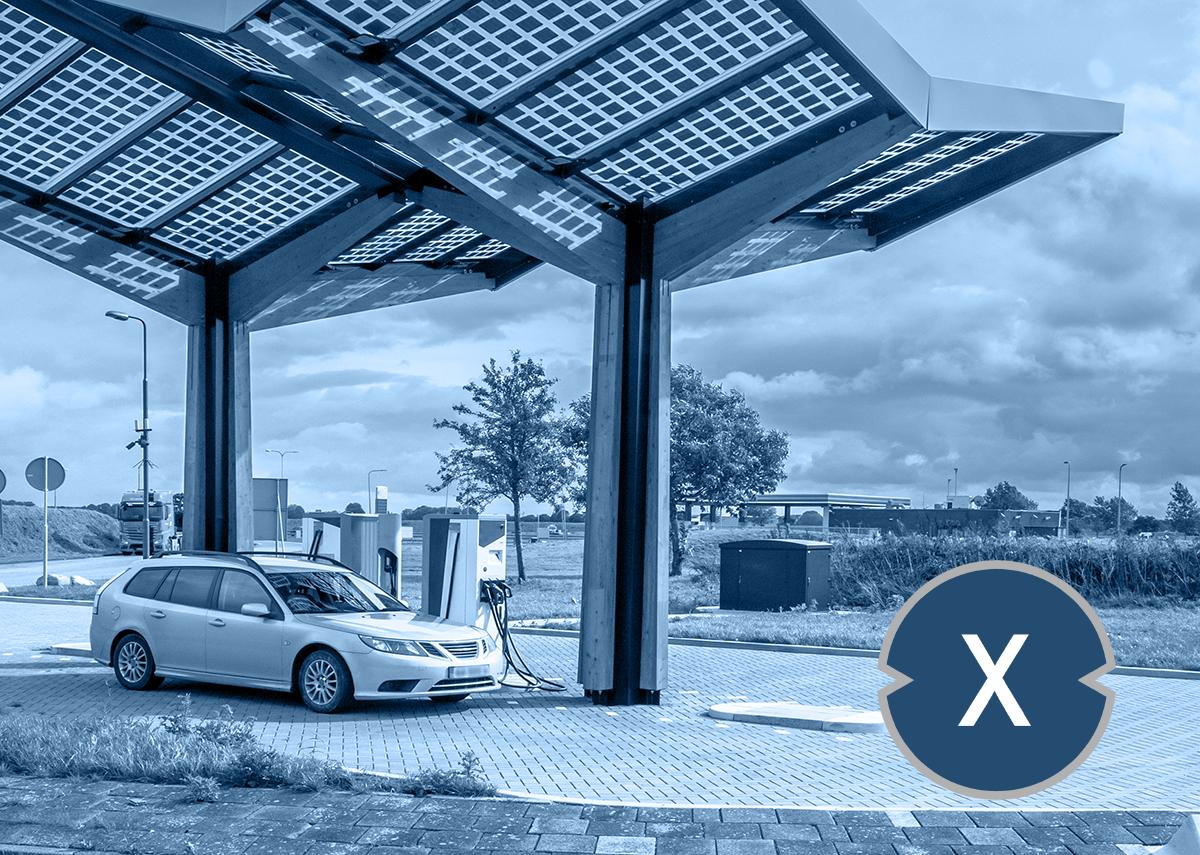 Solarcarport als Solartankstelle - Bild: Xpert.Digital & Rudmer Zwerver|Shutterstock.com