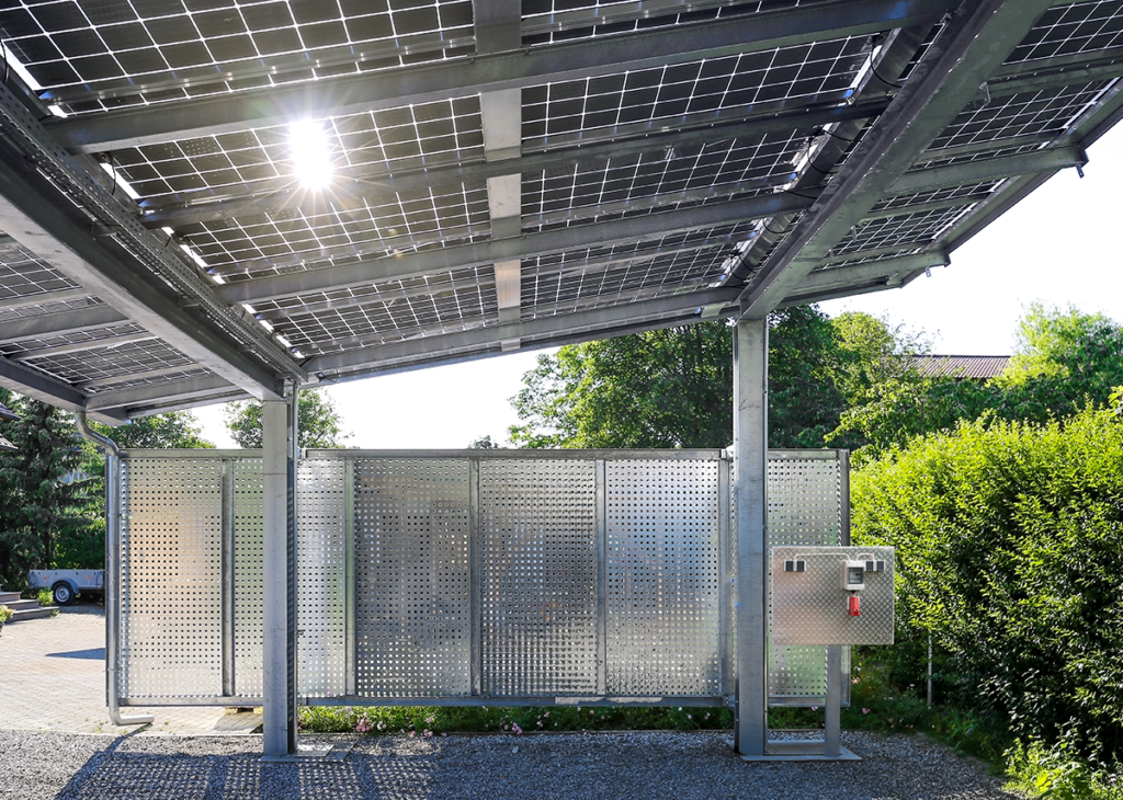 Solarcarport Ladestration mit Solarmodule Überkopfmontage