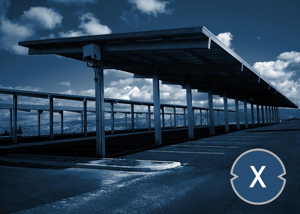Überdachte Solarcarports erzeugen Strom und schützen Parkflächen